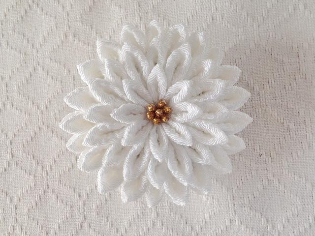 〈つまみ細工〉菊大輪の髪飾り(白)