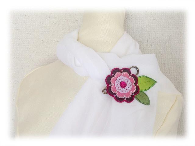 革花のピンブローチ−1