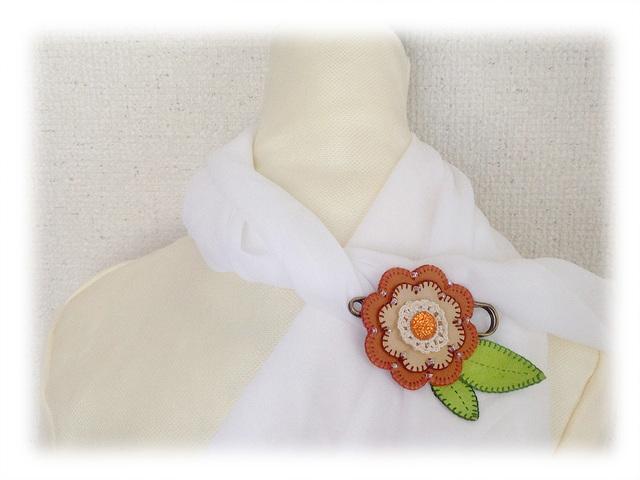 革花のピンブローチ−2