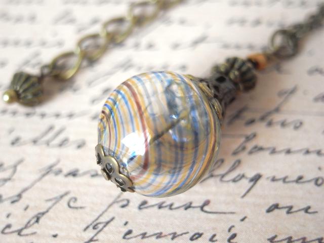 夏祭りのヨーヨーの様な茶色と水色吹きガラスのネックレス 小玉
