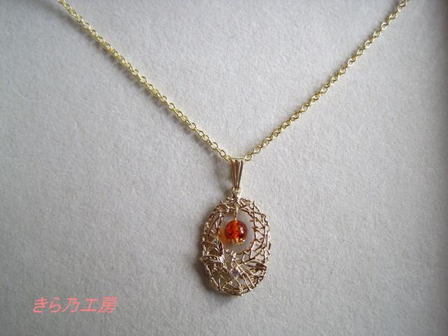 琥珀のネックレス