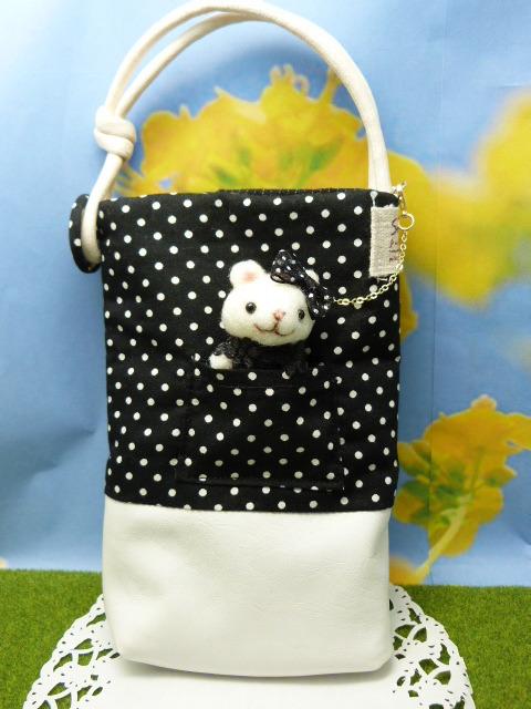スマホケース★黒いドレスの白熊付き