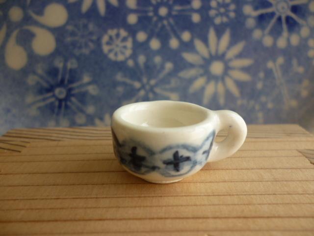 ミニチュア陶器☆小さな染め付けカップ 十文字