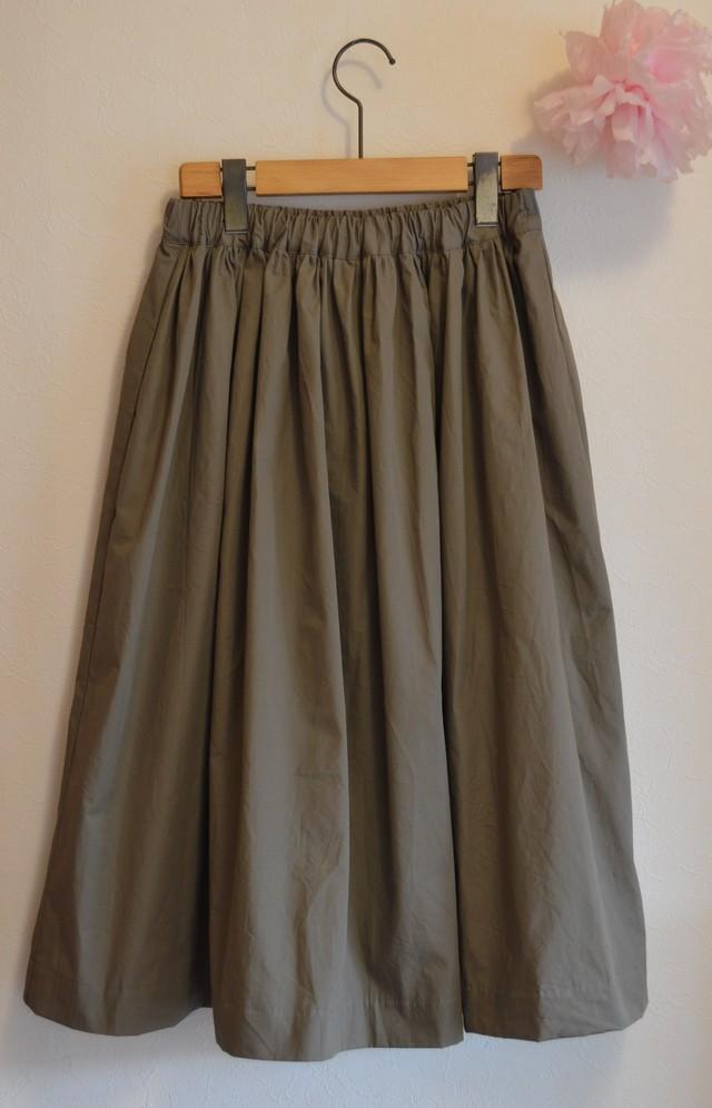 秋冬 ミモレ丈 濃いめカーキのミリタリー調 シンプルギャザースカート for  women