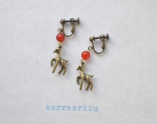 バンビと赤メノウのイヤリング