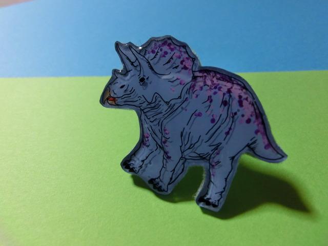 恐竜ブローチ −トリケラトプス−