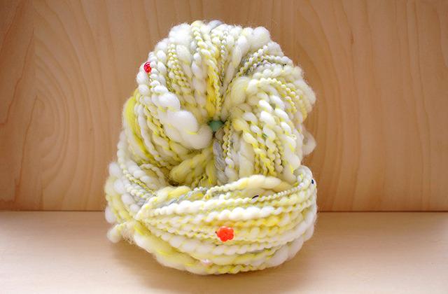 86g -お姫様のリボン(イエロー)- パール ビーズ 真珠 糸 ネオンカラー 毛糸 ニット