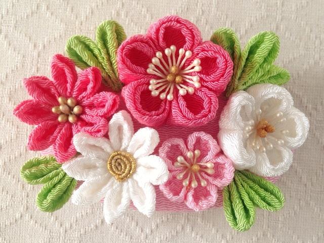 〈つまみ細工〉梅と小菊のバレッタ(ピンクと白)