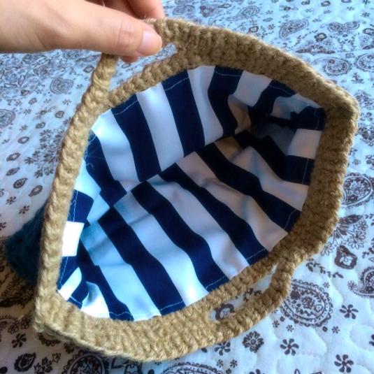 バケット編みのクラッチ