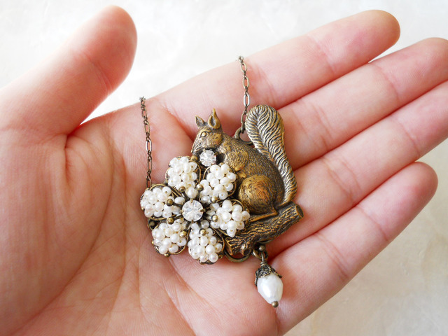 【ぶらん】秋に向けて♪りすのネックレス1(淡水パール)