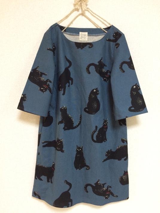 こなまいきな黒猫:五分袖ワンピース:ブルーグレー