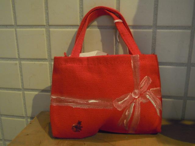 送料無料 小さなてんとう虫の赤いバッグ