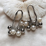 2pcs)no.2)metal hoop with pearl#4a