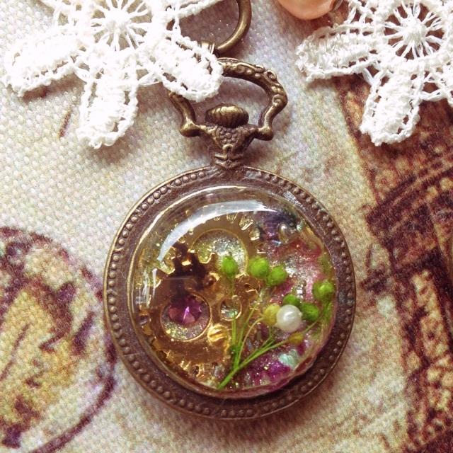 霞草の懐中時計キーホルダー(A)