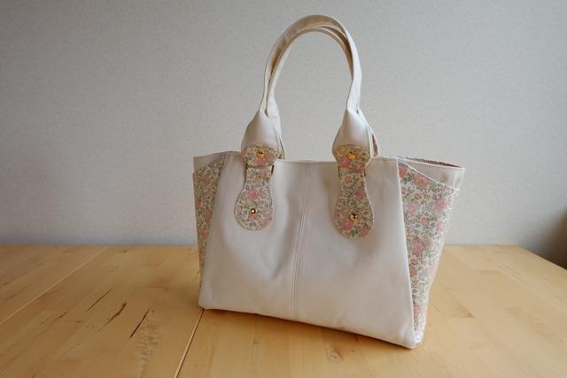 リバティ Felicite(フェリシテ)×帆布のスクエアバッグ