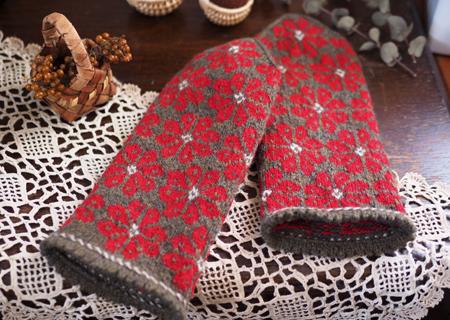 赤いお花の三角頭のミトン