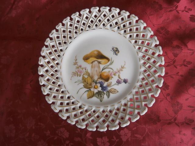 キノコの絵皿