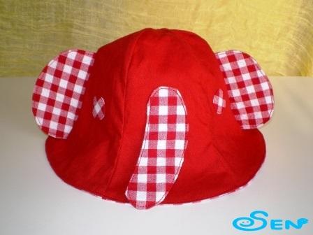 ゾウさん帽子(赤チェック)