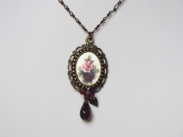 ヴィンテージガラスカボション薔薇のネックレス