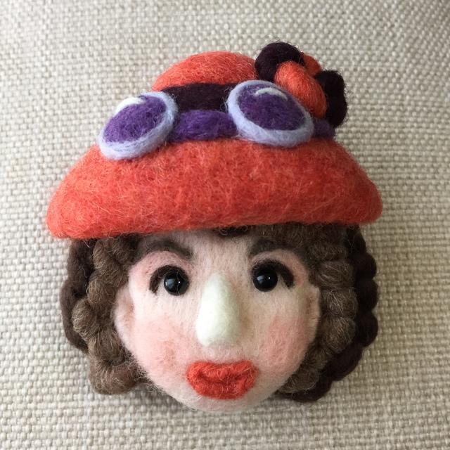 大人ブローチ146(秋色の帽子)