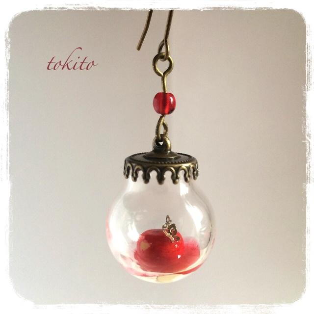 白雪姫がかじった毒りんごのピアスA
