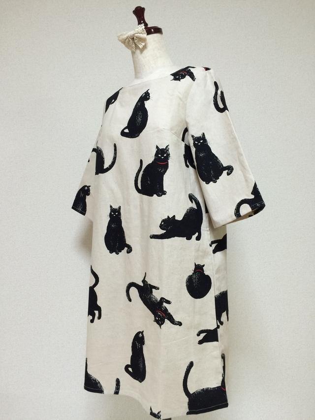 こなまいきな黒猫:五分袖ワンピース:生成り
