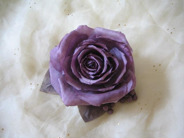 紫の薔薇コサージュ送料無料
