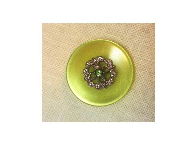 若草色のアンティークボタン