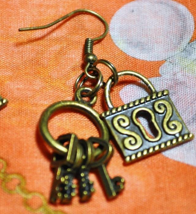 鍵と錠の片耳ピアス♪