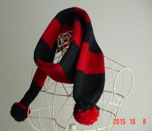 ☆彡ポンポン付き赤&黒のマフラー