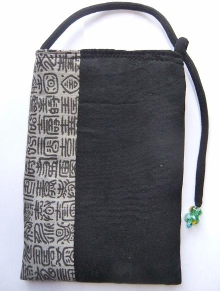 黒の羽織と長襦袢で作ったスマホ入れ 672