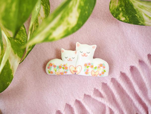 ラブラブ猫のブローチ