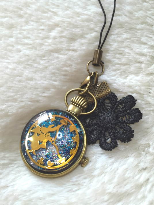 宇宙の中のアリスうさぎ時計
