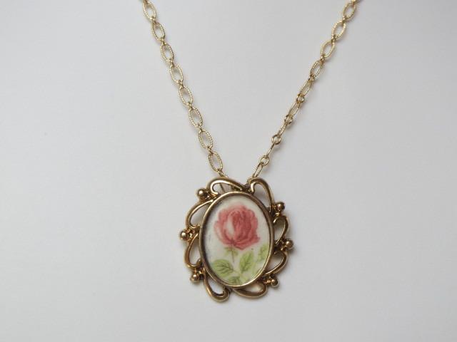 ヴィンテージガラスカボション薔薇のネックレス2