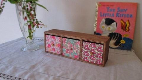 リバティ引き出し木製飾り棚Felicite/ピンク系