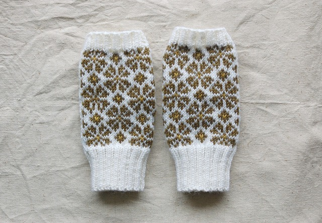 手編みの指なしミトン【4つ葉のクローバー】