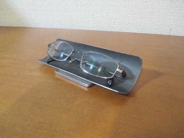 プレゼントに♪ めがねスタンド 眼鏡収納ディスプレイスタンド  ブラック