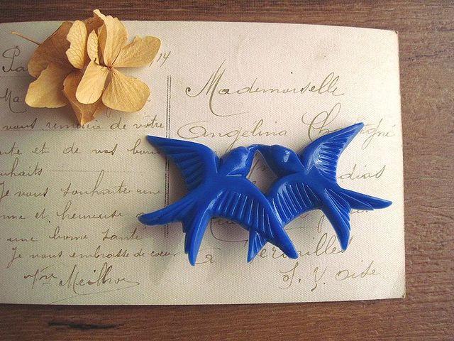 2羽のつばめのブローチ*ブルー