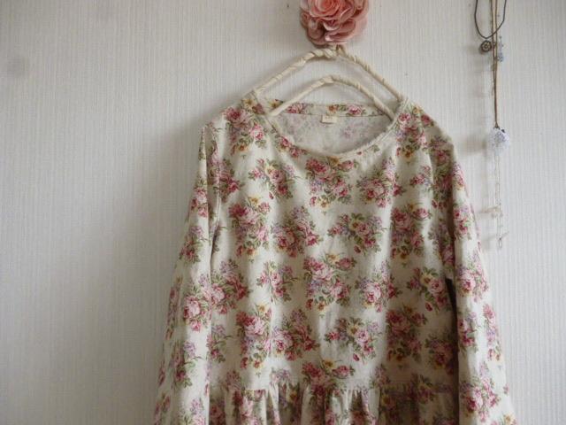 綿麻ローズブーケの裾レース切り替えギャザーワンピ