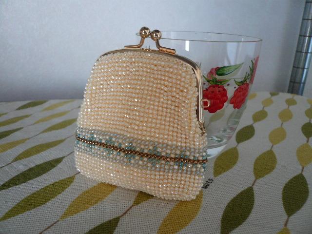 ビーズ編みの 四角いがまぐち財布