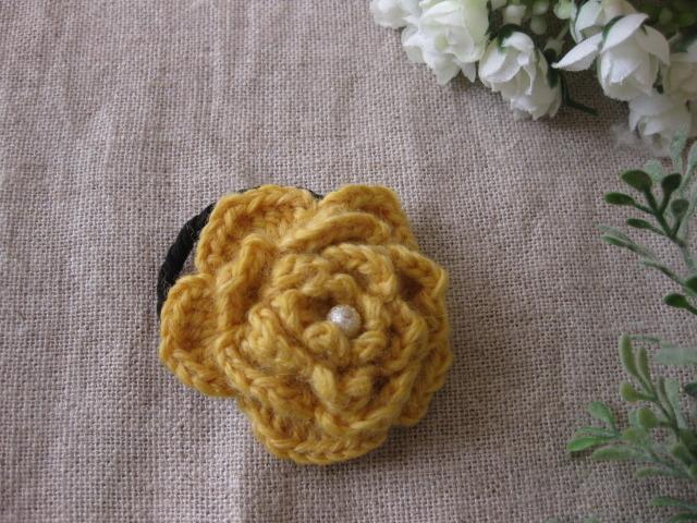 再販♪ 毛糸で編んだ山吹色のお花のヘアーゴム