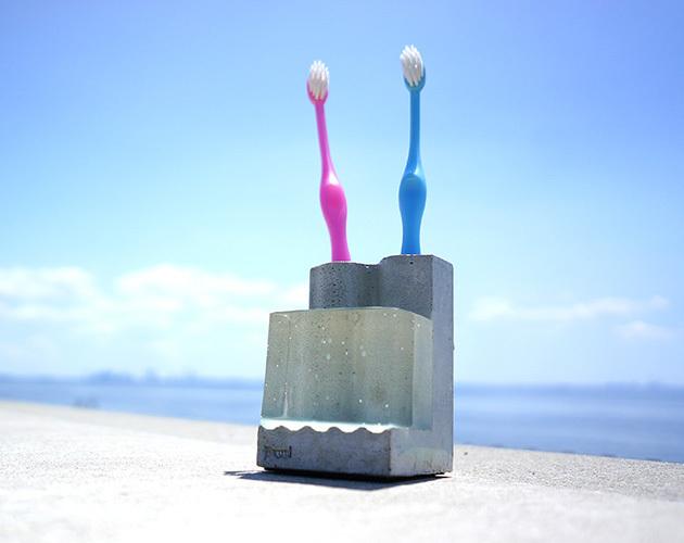 """小さな海の歯ブラシスタンド。 """"Pool-D""""(クリア)"""