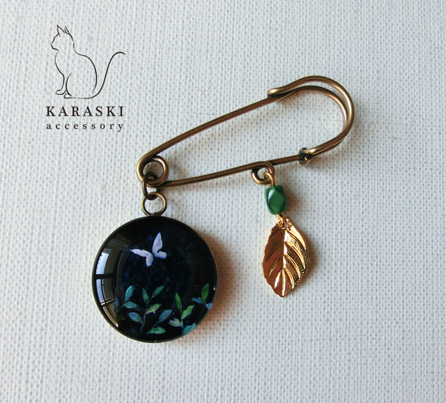 ピンブローチ022/ 蝶と葉っぱ