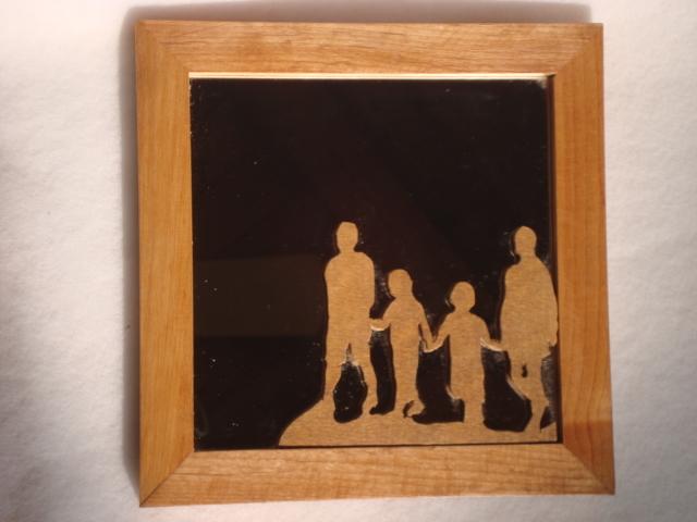 家族がテーマの無垢の木の室内鏡