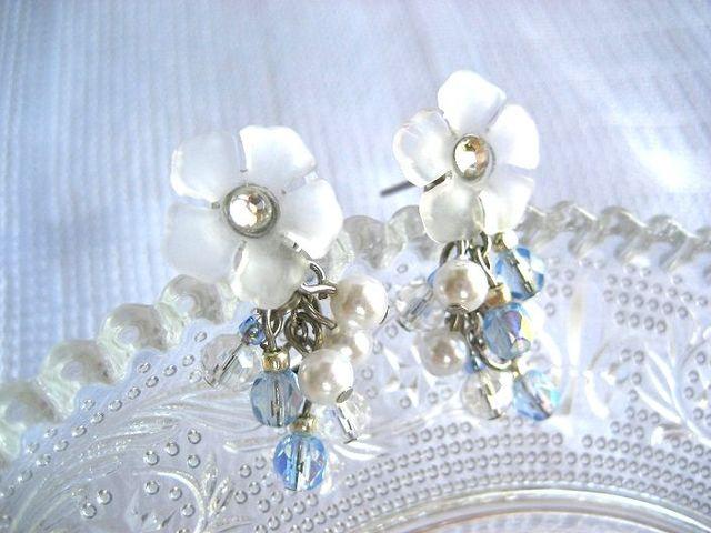 白いお花とパールのピアス_425