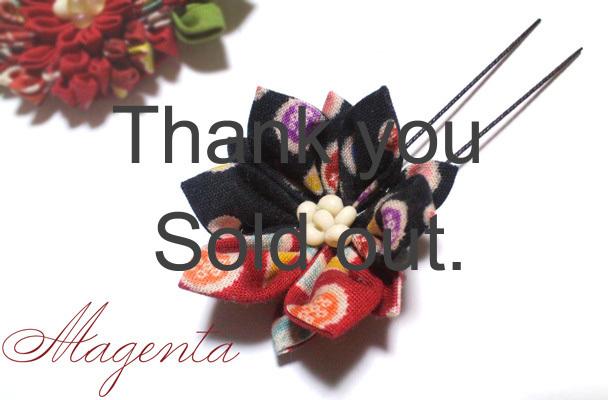 at Japanesque♪ 菱摘まみの花飾り(赤×黒)