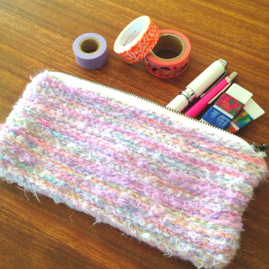 オーロラ色の引き揃え糸のポーチ