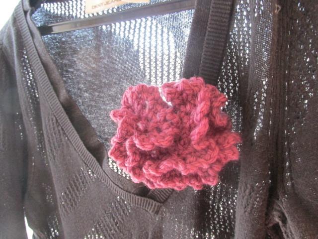 毛糸のコサージュ パープル ブローチ