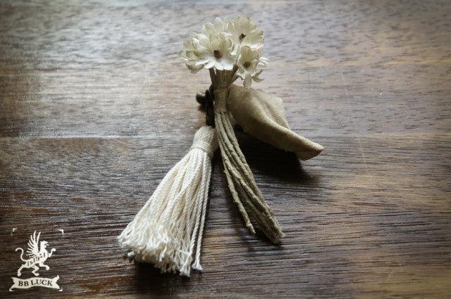 earring 【 布花ドライフラワーイヤリング * ちいさな白いお花 】