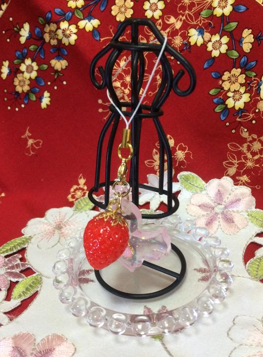 苺とリス【ピンク】ストラップ